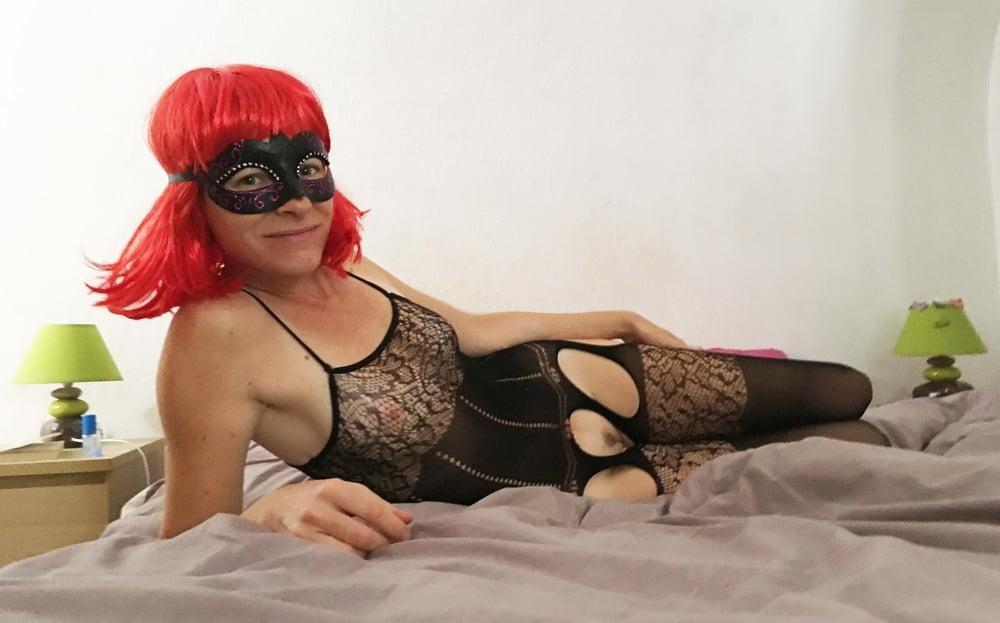 Masked Redhead Slut in lingerie Salope rouquine masquee