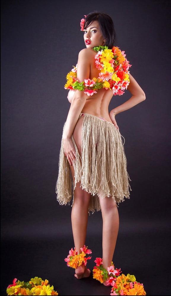 Sha Rizel Hawaiian Hula Girl Then She Strip to Her Underwear