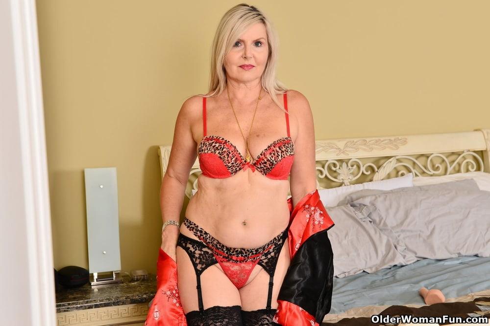 Velvet Skye from OlderWomanFun