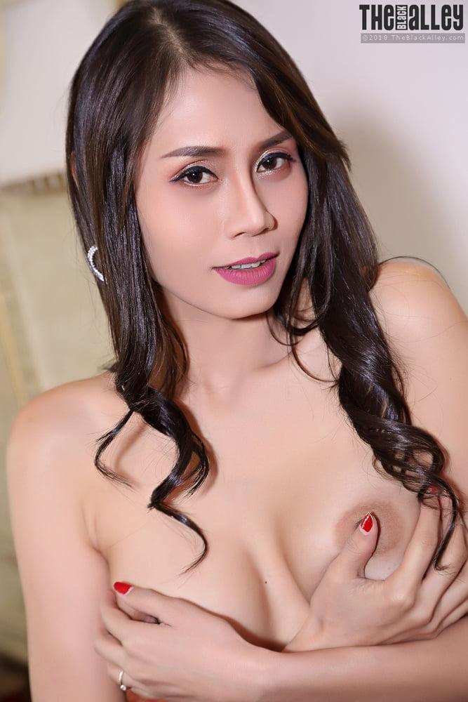 Viona Big Tits Strip off her Black dress